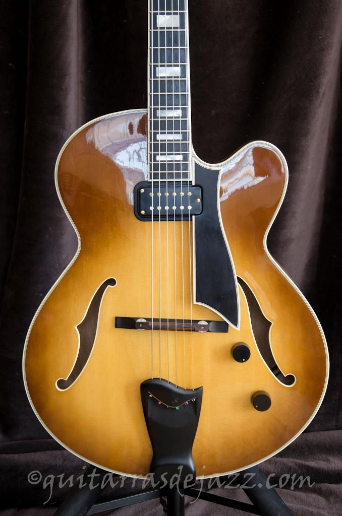 2.- Fender D'Aquisto